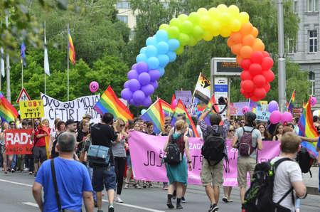 """transsexual: Zagreb, Croacia. 11 de junio de 2016. 2016 XV.Zagreb marcha del orgullo para las personas LGBTIQ y familias bajo el lema """"Croacia a�n no ha ca�do!"""""""