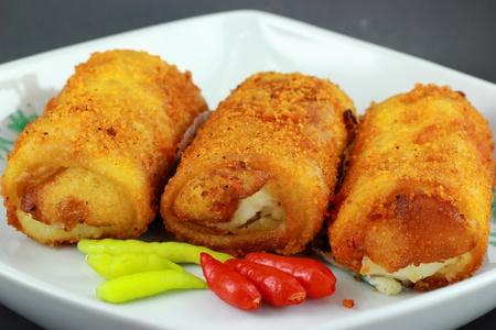 plato del buen comer: Mayonesa Risoles es la comida popular tradicional en Indonesia Foto de archivo