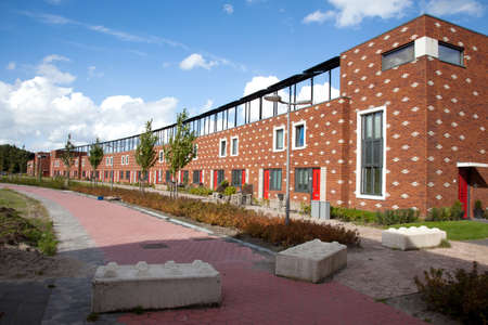 new houses in Almere Poort with solar panels on the roofs Standard-Bild