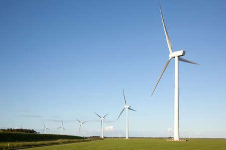 フレヴォラント州オランダ省で行の風力タービン