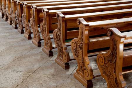 religion catolica: bancos en cat�lica curch en Cortina d