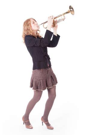 白い背景に対して、トランペットを演奏若いきれいな女性 写真素材
