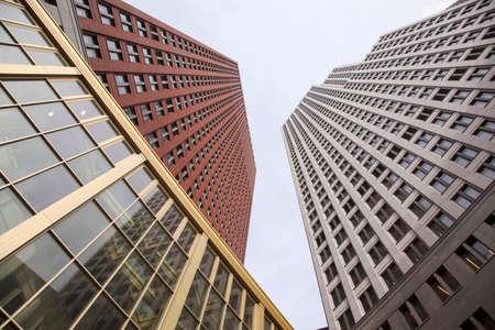 justiz: Neubauten f�r Ministerium der Justiz und der Sicherheit in niederl�ndischen Stadt Den Haag