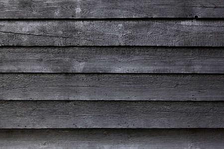 黒の木製の柵や黒塗られた納屋の一部の一部