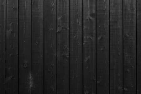 Achtergrond die bestaat uit verticale zwarte planken op houten delen van het gebouw