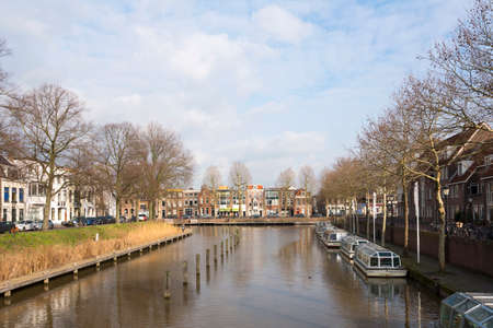 water and houses of bemuurde weerd and boats in dutch town of utrecht 版權商用圖片