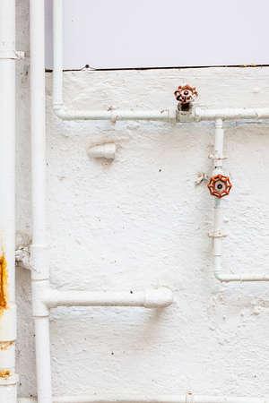 tuberias de agua: Las tuber�as de agua en la pared, nadie