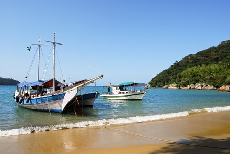praia: Ilha Grande: Sailboat at beach Praia Lopes Mendes Rio de Janeiro State Brazil