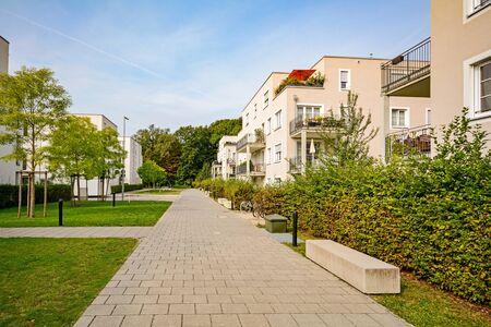 Nieuwe moderne woningen in de stad, stedelijke ontwikkeling van appartementenhuizen
