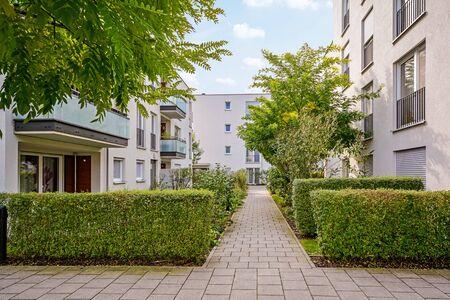 Nieuwe moderne woningen in de stad, stedelijke ontwikkeling van appartementenhuizen Stockfoto