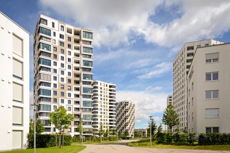 New residential buildings with outdoor facilities, apartment towers in the city Standard-Bild