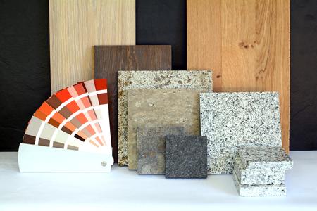 Materiaalpatroon parket, natuursteen, tegels, houten planken, kleurkaart voor flatgebouw, renovatie interieur