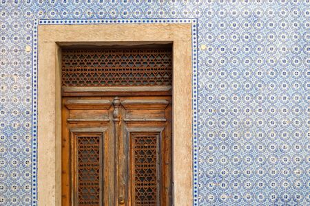 Exterior wall of a residential building with traditional portuguese tiles and entrance door in the Bairro Alto district in the old town of Lisbon, Portugal Stock fotó