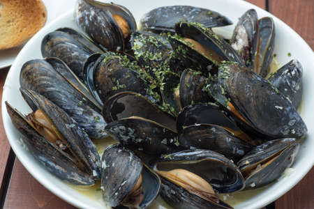 steamed: steamed mussel