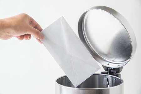 throwing away envelop, lette, mail in trashcan Foto de archivo