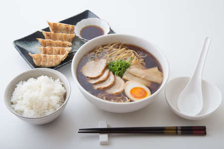 traditional tokyo style ramen with dumpling Foto de archivo
