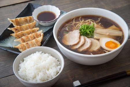 traditional tokyo style ramen with dumpling 免版税图像