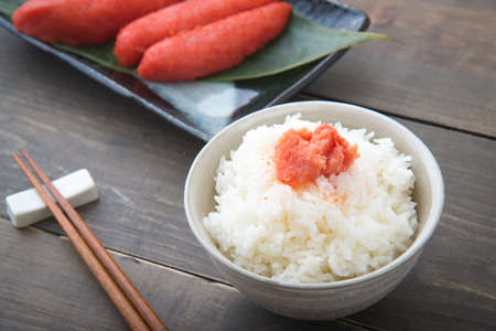 Mentaiko, bacalao picante con arroz Foto de archivo - 88836782