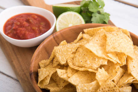 Nachos with salsa and lime 免版税图像