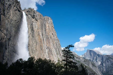 yosemite upper fall from trail, early May 2019 免版税图像