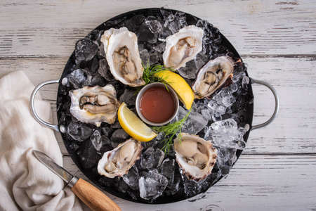 raw oyster platter image