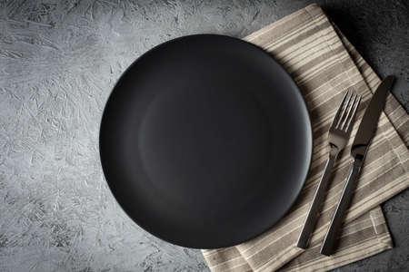 empty black plate on concrete background Reklamní fotografie