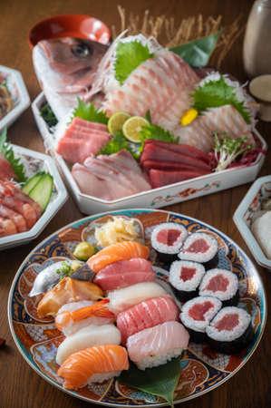combination of japanese sushi and sashimi platter 版權商用圖片