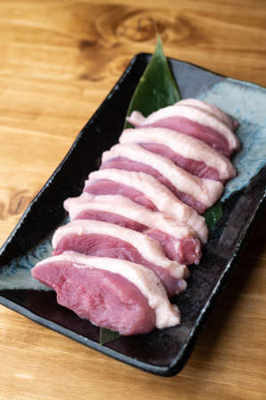 sliced raw duck meat on japanese dish 版權商用圖片