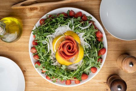 arugula salad with smoked salmon