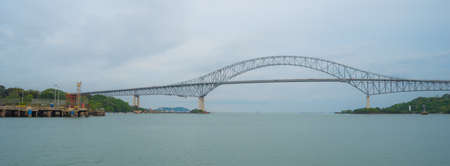 Brücke von Amerika (Puente de las Americas). 1957 erbaut und einst als Thatcher Ferry Bridge bekannt, ist eine Straßenbrücke in Panama, die den Pazifikeingang zum Panamakanal überspannt. Standard-Bild