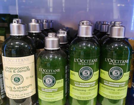 Shampoo setting for dry Aromacology Nutrition LOccitane en provence shampoo at perfume and cosmetics store on February 25, 2020 in Russia, Tatarstan, Kazan, Pushkin Street 2. 新聞圖片