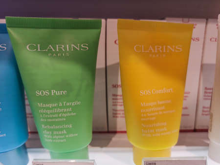 Base for make-up SOS Primer Clarins and Nutritional Mask with Oil Mango Clarins SOS Comfort February 26, 2020 at Perfume and Cosmetics Store in Russia, Tatarstan, Kazan, Pushkin Street 2 Sajtókép
