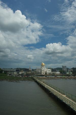 omar: Sultan Omar Ali Saifuddin Mosque in Bandar Seri Begawan, Brunei Darussalam Stock Photo