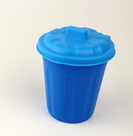 poubelle bleue: bleu bin Banque d'images