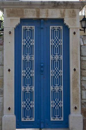 blue summer sky: door