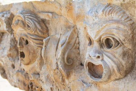 Alivio de la máscara teatral de la antigua ciudad de Myra en la región de Licia de Anatolia, la actual Demre, Turquía de la antigua ciudad de Myra en la región de Licia de Anatolia, la actual Demre, Turquía