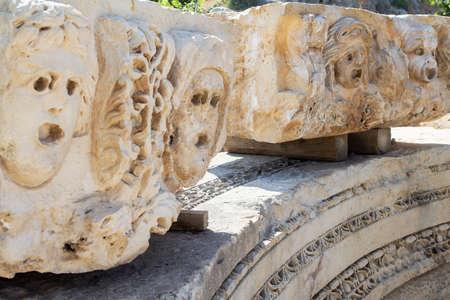 Máscara teatral de la antigua ciudad de Myra en la región de Licia de Anatolia, hoy Demre, Turquía Foto de archivo