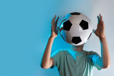 being in a soccer ball instead of a head on a blue background Stockfoto - 125043783