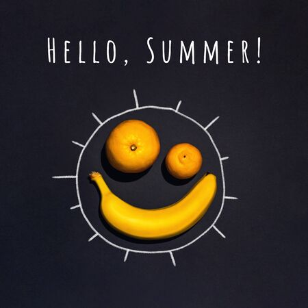 A cheerful sun of fruit. Banana, orange, tangerine on a black background. The concept on the theme of summer. Stockfoto - 146213589