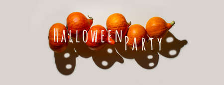 A pyramid of orange pumpkins with funny ghost shadows with eyes. Halloween concept. Banner 스톡 콘텐츠 - 154541490