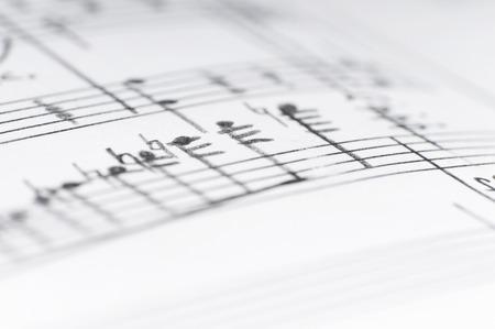 notas musicales: Notas musicales escritas a mano, someras DOF