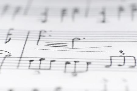 Handgeschreven muzieknoten, ondiepe DOF