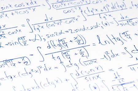 teorema: C�lculo manuscrita de matem�ticas superiores como fondo
