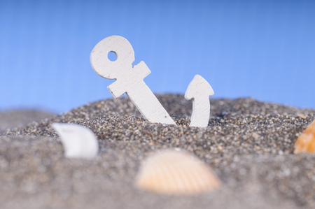 light chains: Anchor in the sand at the bottom. Marine background