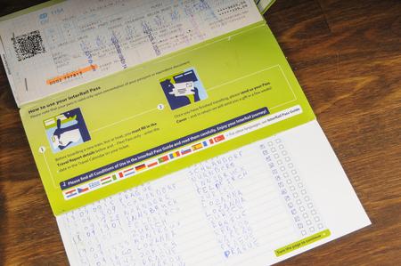 에 카테 린 버그, 러시아 - 8 월 18 일, 2017 : 티켓 인터 레일 글로벌 패스. 유럽 열차 여행에 편리한 방법 에디토리얼