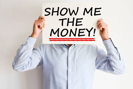 Show me the money text written on paper card suggesting employee success bonus payment Standard-Bild