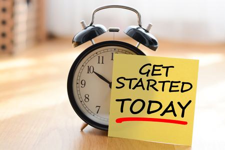 Start today your own business concept with alarm clock and post it message Zdjęcie Seryjne