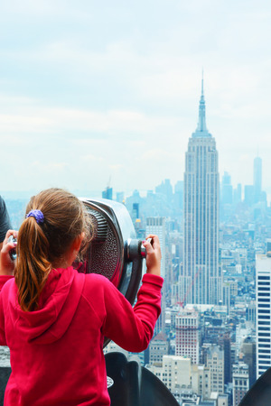Little girl watching New York Empire State Building at city view point Zdjęcie Seryjne
