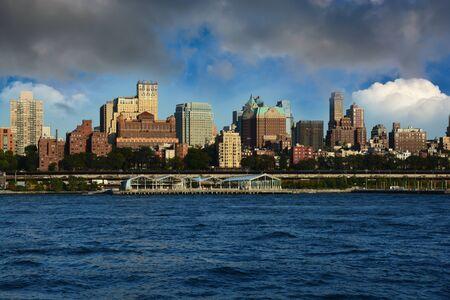 Panorama Brooklynu, widok z Manhattanu, Nowy Jork Zdjęcie Seryjne - 73576742