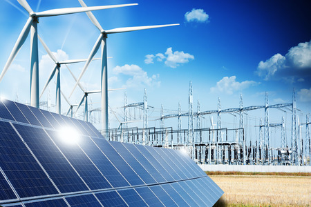 Koncepcja energii odnawialnej z połączeniami sieciowymi kolektory słoneczne i turbiny wiatrowe Zdjęcie Seryjne